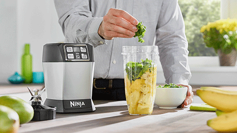 BL480UK-Nutri-Ninja-Blender-Smoothie-Maker-with-Auto-iQ-1000W-Lifestyle1